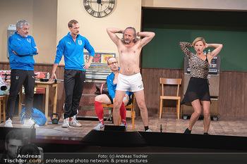 Bühnenfotos Ladies Night - Stadttheater Berndorf - Sa 24.07.2021 - Thomas HÖFNER, Robert KOLAR, Reinhold G. MORITZ, Kristina SPREN83