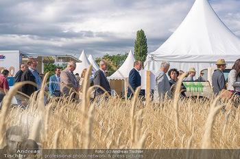 Biofeldtage Tag 1 - Seehof, Donnerskirchen - Fr 06.08.2021 - Getreide, Weizen, Ernte, Besucher der Messe23