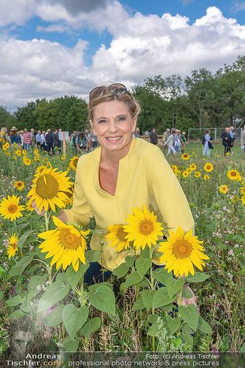 Biofeldtage Tag 1 - Seehof, Donnerskirchen - Fr 06.08.2021 - Christa KUMMER im Sommenblumen Feld72