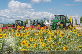 Biofeldtage Tag 1 - Seehof, Donnerskirchen - Fr 06.08.2021 - Sonnenblumen Feld, Traktoren, Blume, Wiese, Blumenwiese, Sonne, 160