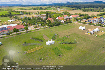 Biofeldtage Tag 1 - Seehof, Donnerskirchen - Fr 06.08.2021 - Übersichtsfoto Luftbild Messegelände von oben, Landschaft, Aus369