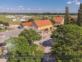Biofeldtage Tag 2 - Seehof, Donnerskirchen - Sa 07.08.2021 -  Luftbild Biofeldtage Seehof Donnerskirchen, Drohnenfotos, Messe304