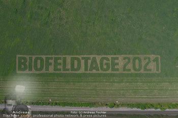 Biofeldtage Tag 2 - Seehof, Donnerskirchen - Sa 07.08.2021 - Schriftzug Biofeldtage 2021 in Feld gemäht von oben, Luftbild, 317