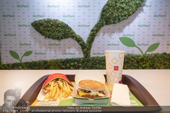 McPlant Präsentation - McDonalds Schwedenplatz - Mo 16.08.2021 - der neue, fleischlose Burger McPlant mit Pommes und CocaCola, Me32