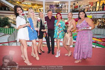 Lugner LoveBoat Casting - Lugner City, Wien - Di 17.08.2021 - Richard LUGNER mit den Finalistinnen, Damen, Teilnehmerinnen, Fr10