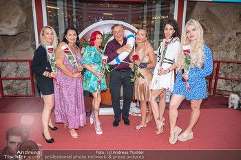 Lugner LoveBoat Casting - Lugner City, Wien - Di 17.08.2021 - Richard LUGNER mit den Finalistinnen, Damen, Teilnehmerinnen, Fr12