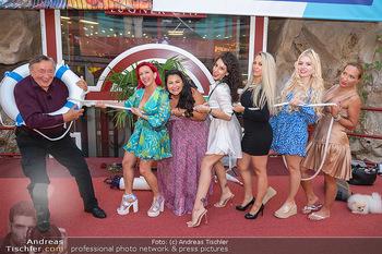 Lugner LoveBoat Casting - Lugner City, Wien - Di 17.08.2021 - Richard LUGNER mit den Finalistinnen, Damen, Teilnehmerinnen, Fr15