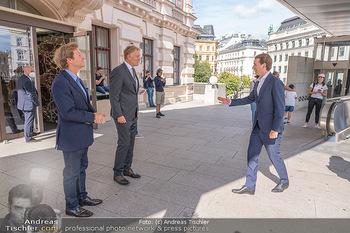 Sebastian Kurz Privatführung - Albertina, Wien - Mo 23.08.2021 - Trevor Dow TRAINA, Klaus Albrecht SCHRÖDER, Sebastian KURZ14