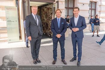 Sebastian Kurz Privatführung - Albertina, Wien - Mo 23.08.2021 - Trevor Dow TRAINA, Klaus Albrecht SCHRÖDER, Sebastian KURZ24
