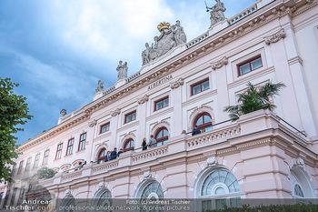 Ausstellungseröffnung american photography - Albertina, Wien - Mo 23.08.2021 - Albertina, Terrasse von außen, Rückseite59