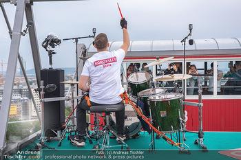 Borotalco Weltrekord - Riesenrad, Wien - Do 26.08.2021 - Drummer Erich BLIE auf der Plattform am Riesenrad, Blick über W50