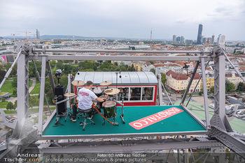 Borotalco Weltrekord - Riesenrad, Wien - Do 26.08.2021 - Drummer Erich BLIE auf der Plattform am Riesenrad, Blick über W52