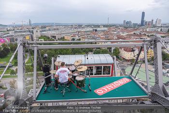 Borotalco Weltrekord - Riesenrad, Wien - Do 26.08.2021 - Drummer Erich BLIE auf der Plattform am Riesenrad, Blick über W53