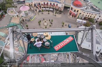 Borotalco Weltrekord - Riesenrad, Wien - Do 26.08.2021 - Drummer Erich BLIE auf der Plattform am Riesenrad, Blick über W55