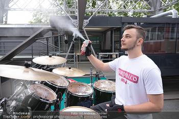 Borotalco Weltrekord - Riesenrad, Wien - Do 26.08.2021 - Drummer Erich BLIE auf der Plattform am Riesenrad, Blick über W61