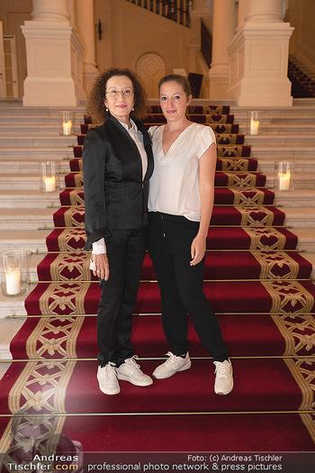 20 Jahre Woman - Palais Coburg - Do 26.08.2021 - Konstanze BREITEBNER mit Tochter Laura MAZZUCHELLI33