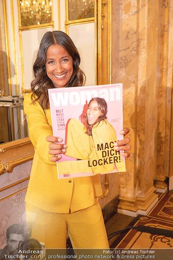 20 Jahre Woman - Palais Coburg - Do 26.08.2021 - Rabea SCHIF mit ihr selbst am Cover der WOMAN49
