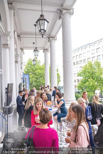 20 Jahre Woman - Palais Coburg - Do 26.08.2021 - Gäste auf der Terrasse86