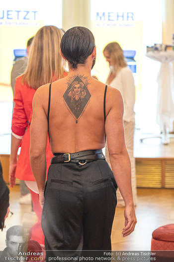 20 Jahre Woman - Palais Coburg - Do 26.08.2021 - Tatoo von CONCHITA (Tom Neuwirth, Wurst)218