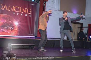 Dancing Stars Paar Präsentation - Lorely Saal, Wien - Mo 30.08.2021 - Faris RAHOMA beim Schuhplatteln mit Norbert OBERHAUSER16