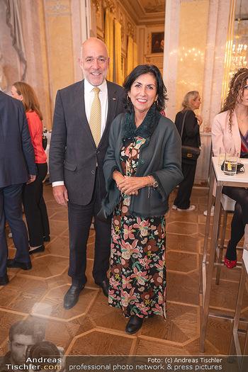 Ausstellungseröffnung Hubert Scheibl - Albertina, Wien - Mo 30.08.2021 - Danielle SPERA mit Ehemann28