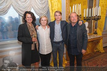 Ausstellungseröffnung Hubert Scheibl - Albertina, Wien - Mo 30.08.2021 - Familie Hubert SCHEIBL mit Ehefrau und Kindern Samuel und David57