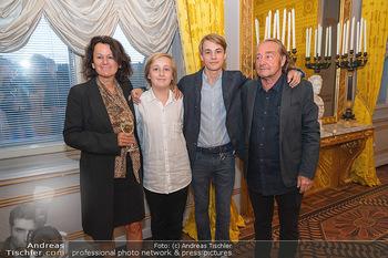 Ausstellungseröffnung Hubert Scheibl - Albertina, Wien - Mo 30.08.2021 - Familie Hubert SCHEIBL mit Ehefrau und Kindern Samuel und David58