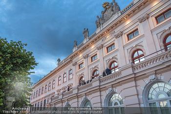 Ausstellungseröffnung Hubert Scheibl - Albertina, Wien - Mo 30.08.2021 - Albertina von außen, Terrasse69