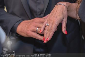 Duftstars Awards Gala - MQ Halle E, Wien - Do 02.09.2021 - Bettina ASSINGER mit Ehemann Achim WENINGER (Eheringe)51