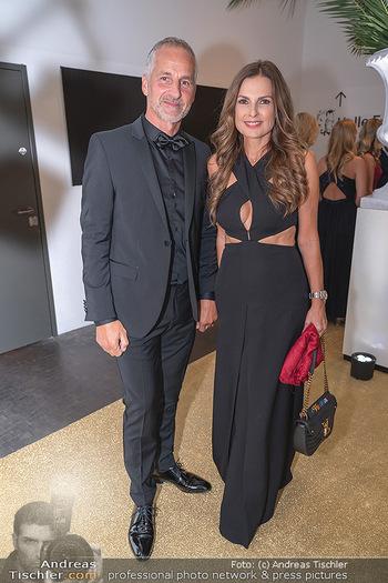 Duftstars Awards Gala - MQ Halle E, Wien - Do 02.09.2021 - Bettina ASSINGER mit Ehemann Achim WENINGER52