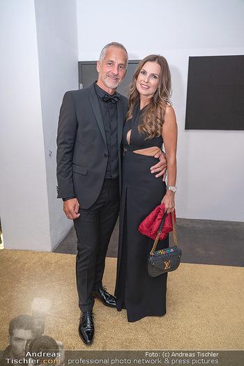 Duftstars Awards Gala - MQ Halle E, Wien - Do 02.09.2021 - Bettina ASSINGER mit Ehemann Achim WENINGER54