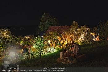 Rencontre a la campagne - Gery Keszlers Bauernhof, Burgenland - Sa 04.09.2021 - Bauernhaus, Bauernhof, nächtlich Beleuchtet, Ambiente, Dekorati86