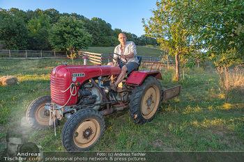 Besuch bei Gery Keszler - Bauernhof, Südburgenland - Sa 04.09.2021 - Gery KESZLER auf einem alten, funktionierenden Traktor1