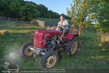 Besuch bei Gery Keszler - Bauernhof, Südburgenland - Sa 04.09.2021 - Gery KESZLER auf einem alten, funktionierenden Traktor2