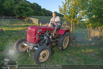 Besuch bei Gery Keszler - Bauernhof, Südburgenland - Sa 04.09.2021 - Gery KESZLER auf einem alten, funktionierenden Traktor3