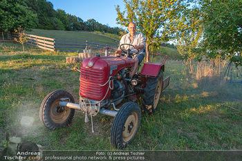 Besuch bei Gery Keszler - Bauernhof, Südburgenland - Sa 04.09.2021 - Gery KESZLER auf einem alten, funktionierenden Traktor5