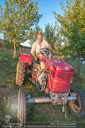 Besuch bei Gery Keszler - Bauernhof, Südburgenland - Sa 04.09.2021 - Gery KESZLER auf einem alten, funktionierenden Traktor6