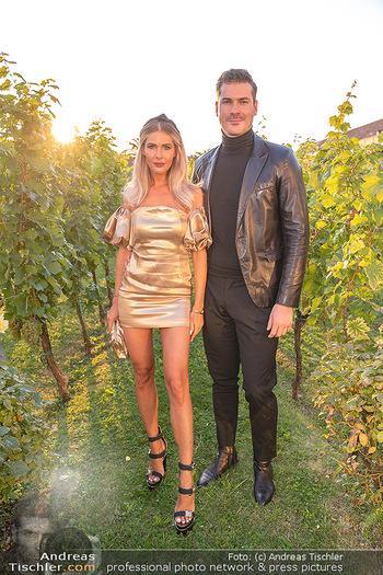 Runway Fashion Day - Schloss Schönbrunn, Wien - Di 07.09.2021 - Polina KOLZ, Florian SCHOBER13