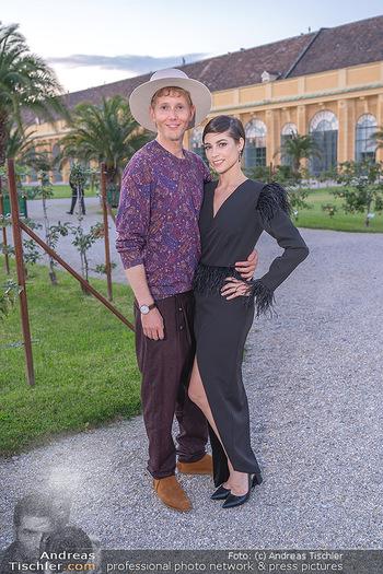 Runway Fashion Day - Schloss Schönbrunn, Wien - Di 07.09.2021 - Maria YAKOVLEVA mit Freund Rene MUC48