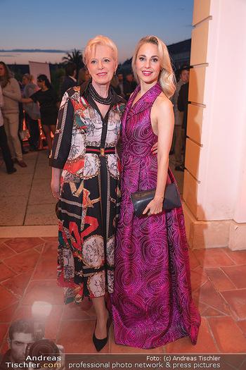 Runway Fashion Day - Schloss Schönbrunn, Wien - Di 07.09.2021 - Silvia SCHNEIDER mit Mutter Martha73