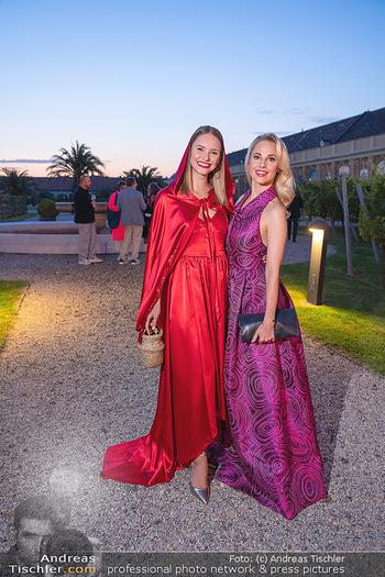 Runway Fashion Day - Schloss Schönbrunn, Wien - Di 07.09.2021 - Silvia SCHNEIDER, Julia FURDEA75