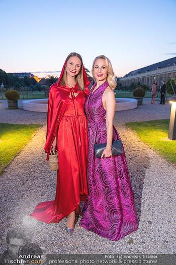 Runway Fashion Day - Schloss Schönbrunn, Wien - Di 07.09.2021 - Silvia SCHNEIDER, Julia FURDEA76