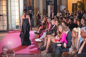 Runway Fashion Day - Schloss Schönbrunn, Wien - Di 07.09.2021 - Modenschau mit Publikum im Freien, Red Carpet, Models94