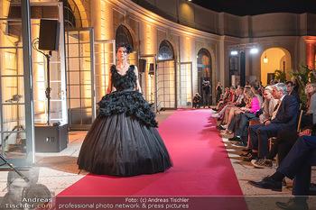 Runway Fashion Day - Schloss Schönbrunn, Wien - Di 07.09.2021 - Modenschau mit Publikum im Freien, Red Carpet, Models95