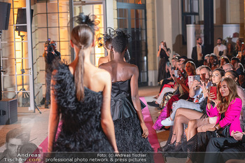 Runway Fashion Day - Schloss Schönbrunn, Wien - Di 07.09.2021 - Modenschau mit Publikum im Freien, Red Carpet, Models97