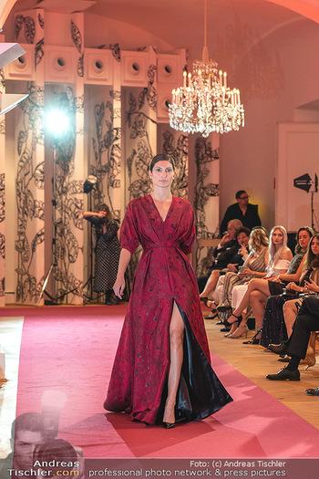 Runway Fashion Day - Schloss Schönbrunn, Wien - Di 07.09.2021 - Model mit Mode von Alexis F. Gonzalez104
