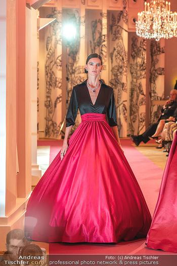 Runway Fashion Day - Schloss Schönbrunn, Wien - Di 07.09.2021 - Model mit Mode von Alexis F. Gonzalez107