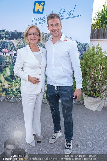 Mikl-Leitner Heurigenempfang - Der Fuchs Heuriger, Maria Enzersdorf - Do 09.09.2021 - Johanna MIKL-LEITNER, Benjamin KARL2