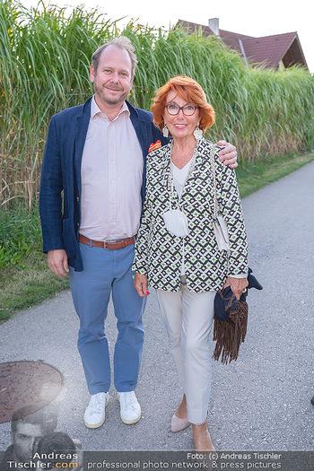 Mikl-Leitner Heurigenempfang - Der Fuchs Heuriger, Maria Enzersdorf - Do 09.09.2021 - Niki KLINGOHR mit Mutter Inge KLINGOHR13