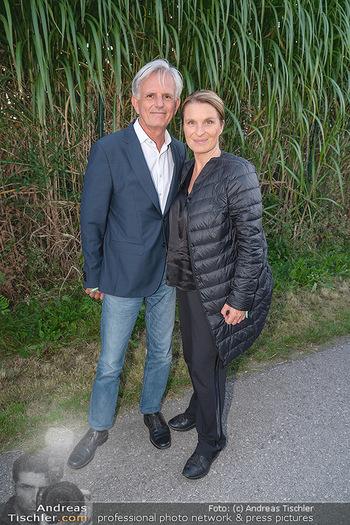 Mikl-Leitner Heurigenempfang - Der Fuchs Heuriger, Maria Enzersdorf - Do 09.09.2021 - Barbara STÖCKL mit Ehemann Fritz RIFFER33